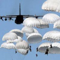 La OTAN se moviliza ante la amenaza rusa y agita el fantasma de la Guerra Fr�a