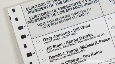 Buenas señales para Clinton en la votación por anticipadoMás de 13,4 millones de estadounidenses votaron en decenas de estados del país, y datos oficiales apuntan a una clara ventaja de Clinton a nivel nacional y en estados clave.