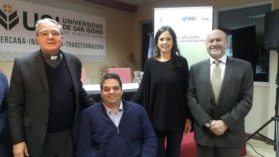 Obispo de San Isidro, el BID, Funcionarios del Gobierno y empresarios se reunieron para acompañar a quienes se recuperan del consumo de drogas