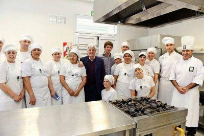 Luis Andreotti felicitó a egresados de la Escuela Municipal de Oficios