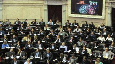 El sueldo de diputados y senadores aumentó casi un 50% y hay polémica
