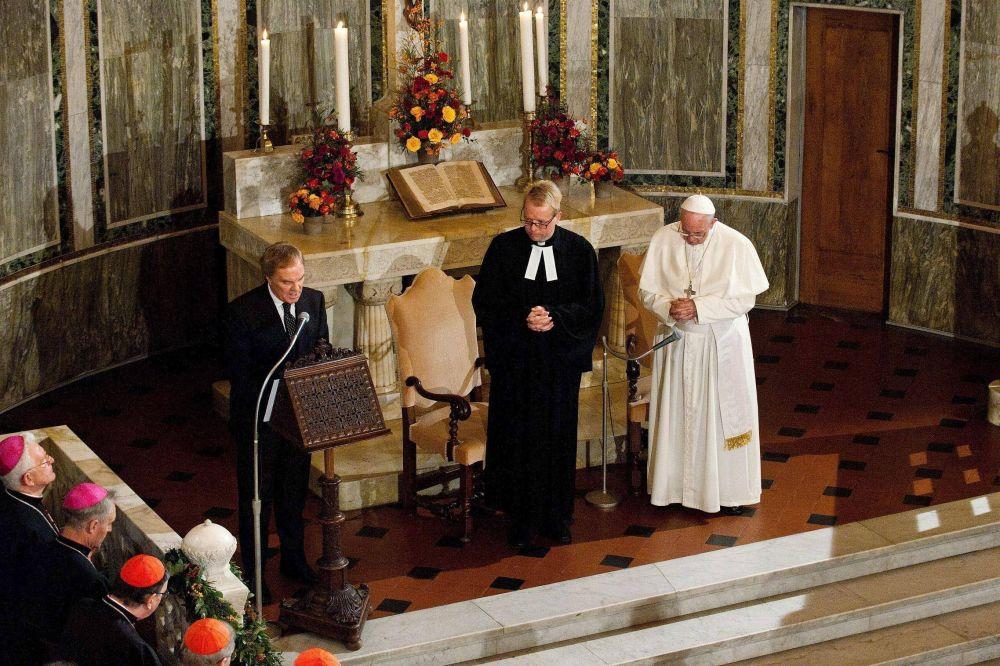 Papa Francisco: Lutero puso la Biblia en las manos del pueblo