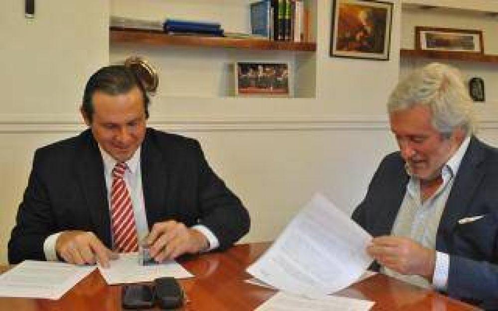 Firman convenio por el Sistema de Boletines Municipales