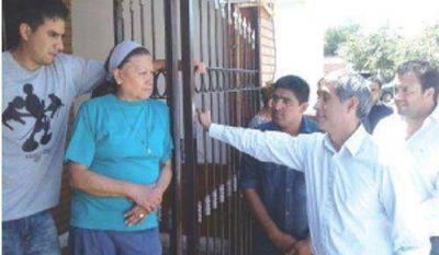 Paredes Urquiza visitó el barrio Santa Justina