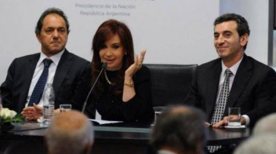 PASO peronistas: Scioli torea a Randazzo y Cristina espera abrazada a los votos