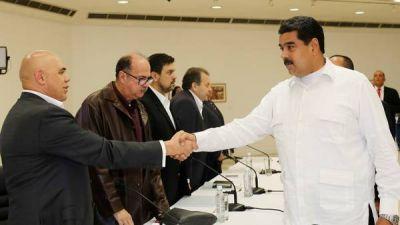 Venezuela: Maduro y la oposición inician un precario proceso de diálogo