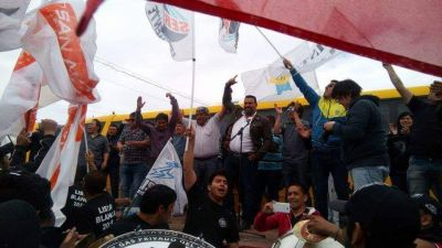 Petroleros: la Lista Blanca cerró en Sarmiento y pidió asueto para ir a votar