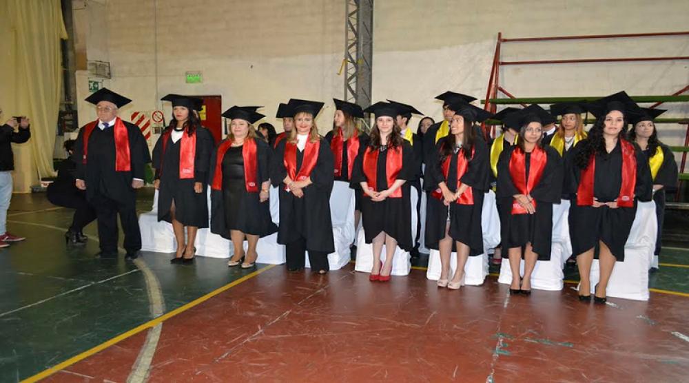 Se realizó la ceremonia de colación de grados en la UCES