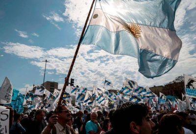 Luis D'Elía y grupos de militantes acompañaron a Cristina