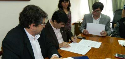 Roque Pérez: Gasparini firmó convenio con la Universidad de Avellaneda