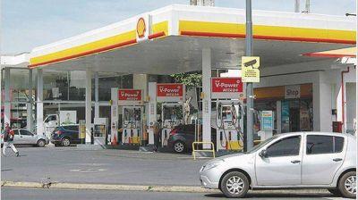 Tensión entre petroleras y estaciones de servicio por posible aumento de la nafta