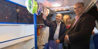 Manzur y Chahla entregaron una ambulancia en Arcadia que ya había entregado Alperovich