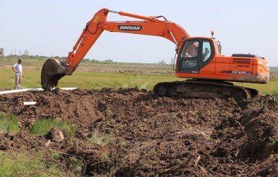 ASSA trabaja en el desbarrado de la planta de cloacas de Esperanza