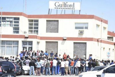 Los trabajadores de Guilford esperan cobrar sus quincenas atrasadas, tal como estaba pautado