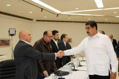 La oposición exige la liberación de presos para seguir el diálogo con Maduro