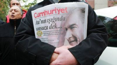 El gobierno turco endurece la purga contra la prensa independiente