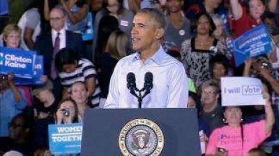 Obama se puso al frente de la campaña de Clinton a una semana de la elección
