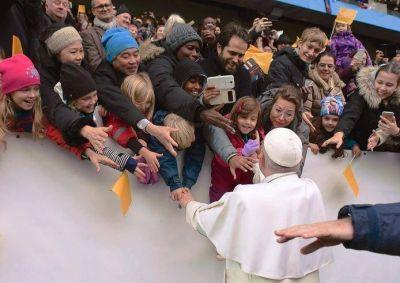 El Papa en Suecia señala que la felicidad caracteriza a los santos