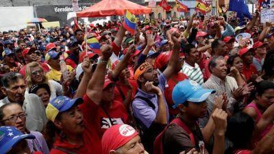 Maduro libera a 5 presos políticos y la oposición suspende la protesta