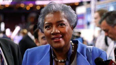 Otro escándalo sacude a Hillary: una columnista de CNN le filtró preguntas de un debate