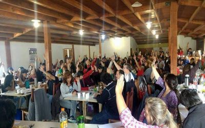 En Tolhuin, los docentes decidirán posibles medidas de fuerza