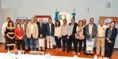 Los intendentes de Trenque Lauquen, Hipólito Yrigoyen y Carlos Tejedor con la ministra de Salud