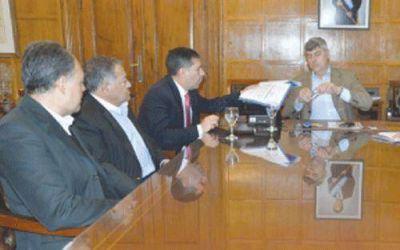 Casas pidió compensación de energía para la producción