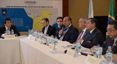 """Manzur: """"Apostamos al desarrollo simétrico de la región"""""""