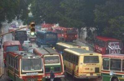 Los choferes de ómnibus amenazan con un paro para el lunes