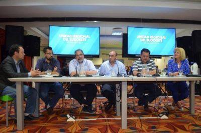 Intendentes del sudoeste chaqueño coordinaron acciones con autoridades de SAMEEP y APA para paliar la situación del agua en el verano