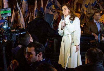 Intiman a CFK a optar por una pensión y devolver el