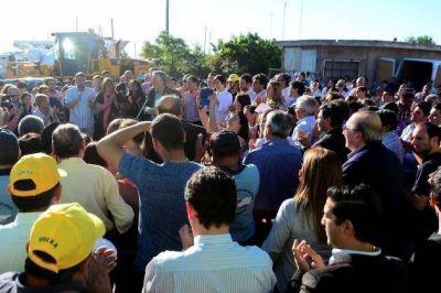 El gobernador puso en marcha la pavimentación de 350 cuadras en el Barrio Eva Perón