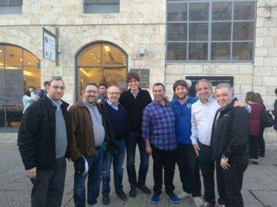 Directivos y rabinos del Movimiento Conservador Masorti junto a Martín Lousteau