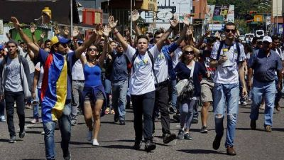 La oposición exige a Maduro ir a elecciones a comienzos de 2017