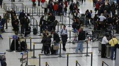 Viajes a EE.UU.: los trámites de migraciones se podrán realizar en Ezeiza