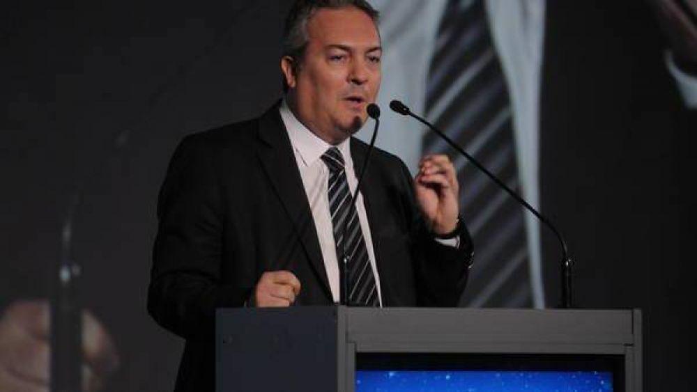 El ministro de Scioli salió a despegarse de las acusaciones de corrupción