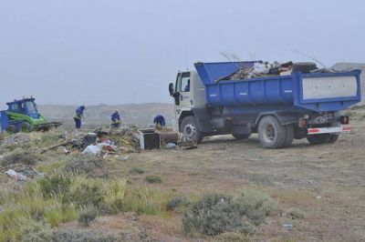 Continúan las tareas de limpieza y saneamiento de basurales clandestinos