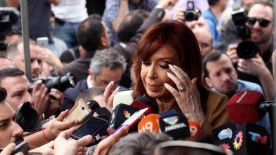 Investigan si Cristina compró una casa con Cedines