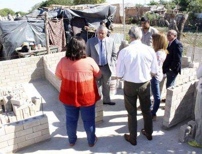 Infante supervisó la ejecución del Programa de Viviendas Sociales
