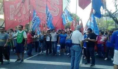 """""""Miles TTT Lanús"""" en la marcha del viernes en Plaza de Mayo"""
