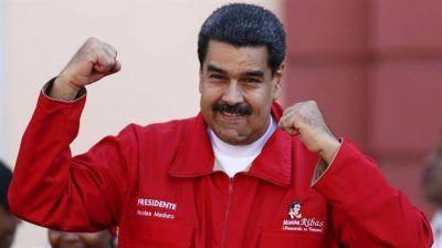 En Venezuela también falta gasolina: interminables colas de autos para cargar combustible