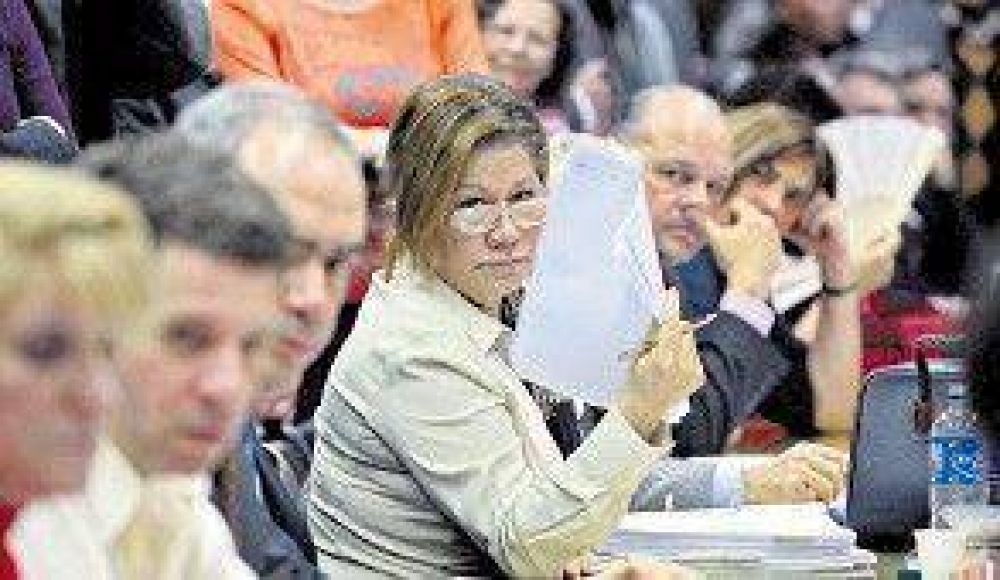 Gritos y tensiones en el plenario de comisiones