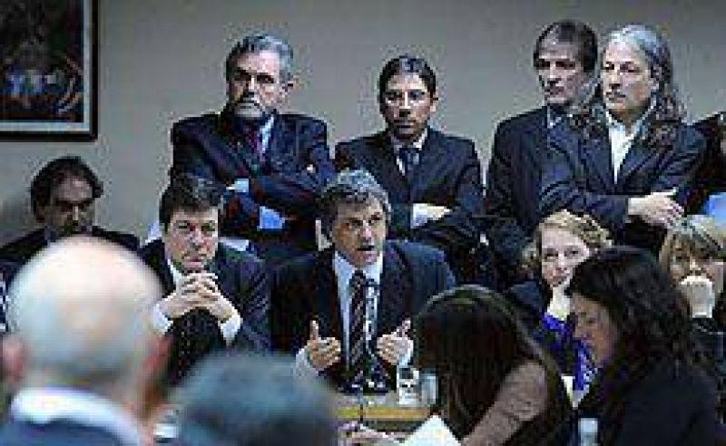 Medios: durante un fuerte debate, Mariotto defendió el ingreso de las telefónicas como licenciatarias