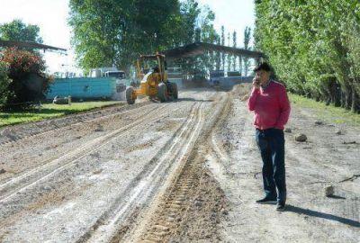 Gasparini inició trabajos en calle de ingreso a la Planta de Residuos