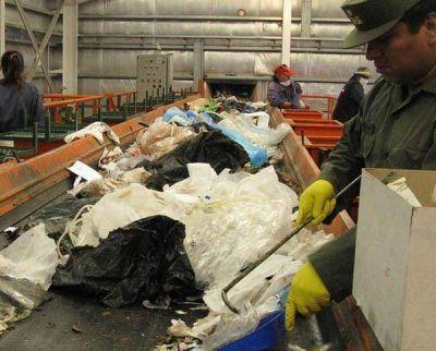 Recolectan 50 toneladas de basura por mes en Trelew