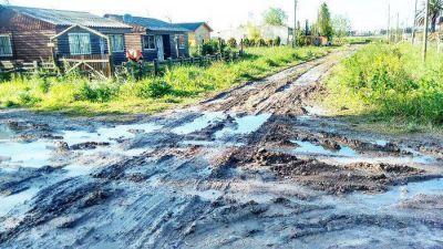 El intendente confirmó que el 23% del presupuesto irá a obra pública y que ahora están esperando una motoniveladora para arreglar las calles