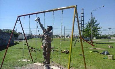 Trabajos de mejoramiento en la plaza del barrio Facundo Quiroga I