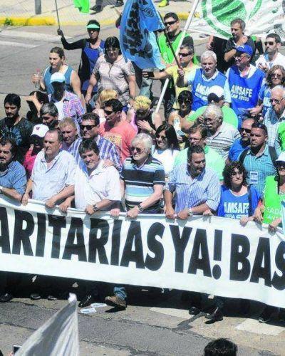 La marcha de los docentes y estatales en Santa Fe fue masiva
