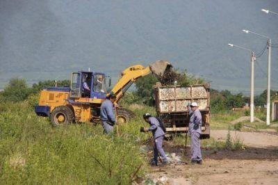 El municipio capitalino desarrolla un operativo integral de limpieza en el barrio San Genaro