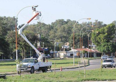 Importante inversión del la Municipalidad de la Capital en iluminación para distintos barrios